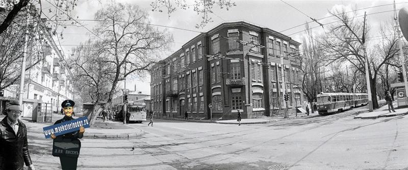 Краснодар. Угол улиц Мира и Коммунаров, вид на юго-восток, 1987 год