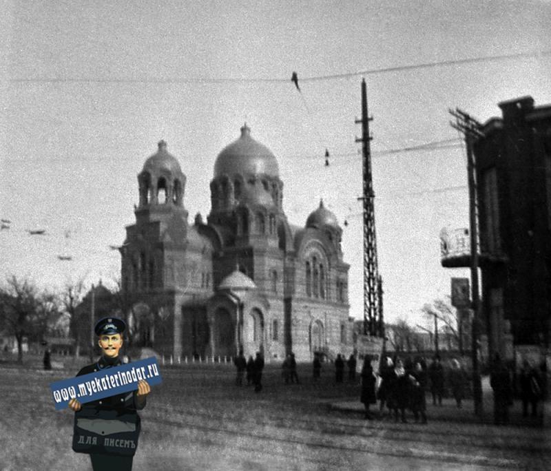 Краснодар. Угол улиц Мира и Коммунаров.