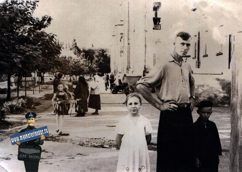 Краснодар. Во дворе дома №37 по улице Захарова, 1959 год