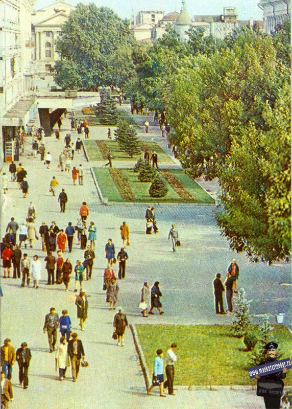 Краснодар. Улица Красная от улицы Орджоникидзе, вид на север, 1975 год.