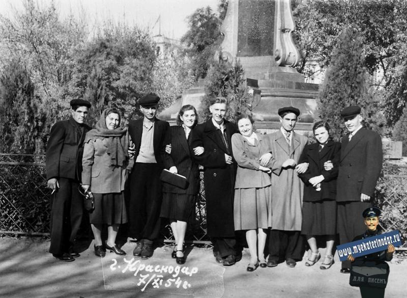 Краснодар. В сквере им. Свердлова, 7 ноября 1954 год.