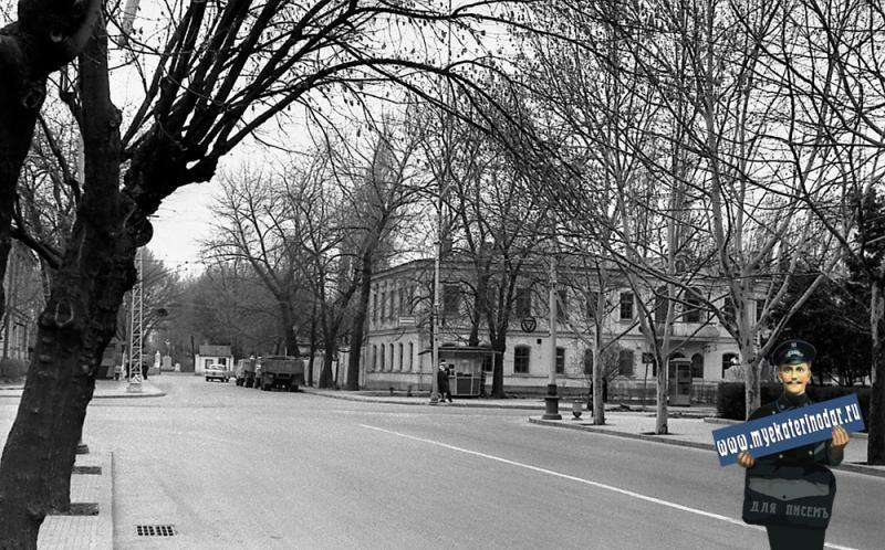 Краснодар. Улица Красная, перекресток с улицей Тельмана.  Памятник В.И. Ленину на териитории больницы.