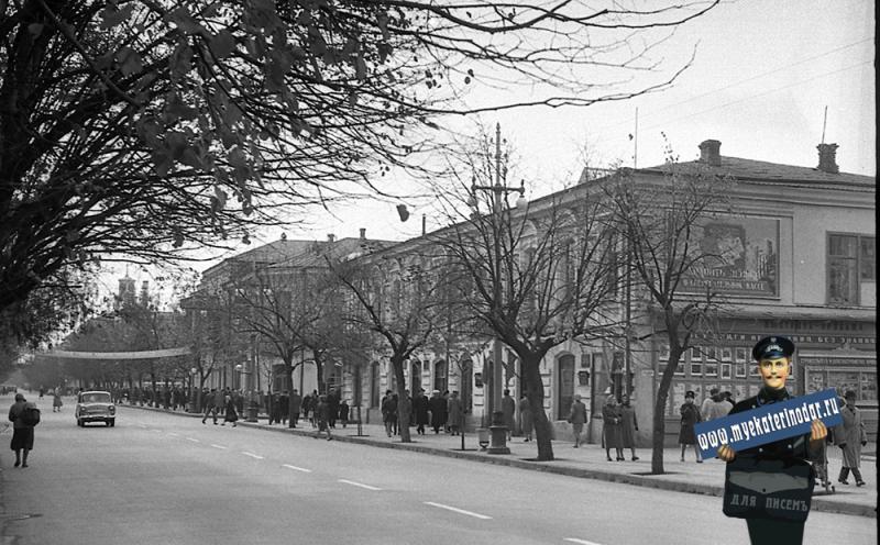 Краснодар. Улица Красная, вид на перекресток с Орджоникидзе, ноябрьские праздники 1964 года