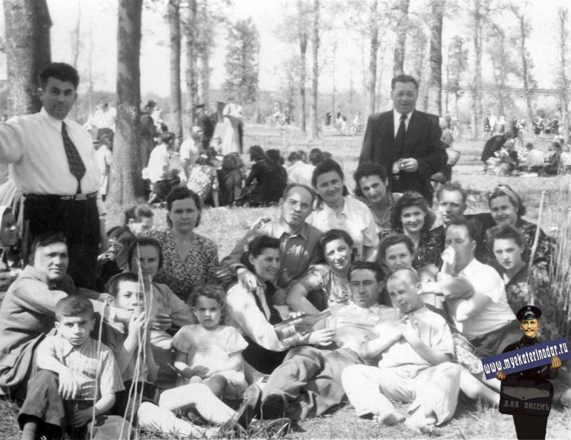 Краснодар. В Первомайской роще, 2 мая 1952 года.