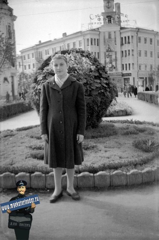 "Краснодар. Цветник ""Победа"" на углу Красной и Мира. 1961 год"