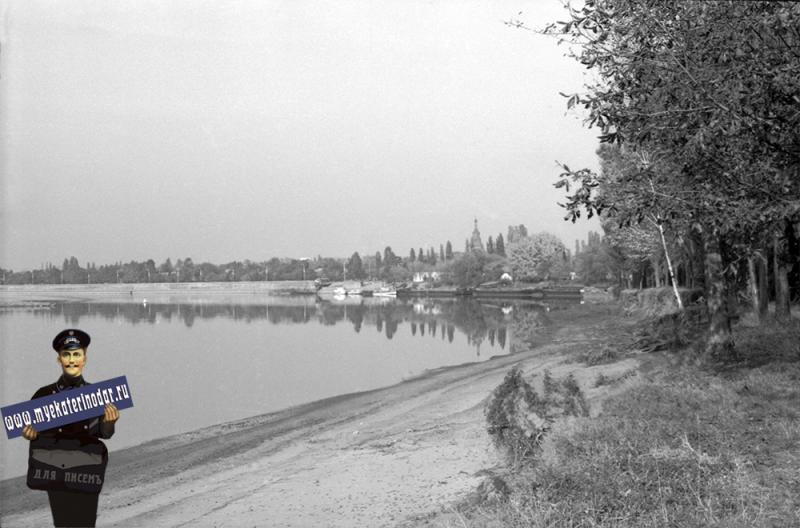 Краснодар. Вид на набережную реки Кубань, 1982 год.