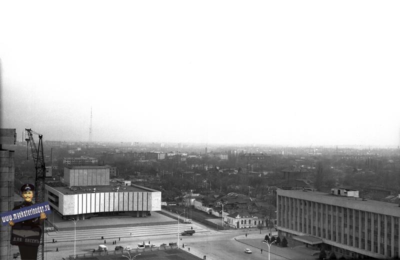 Краснодар. Вид на площадь Октябрьской революции, 1974 год