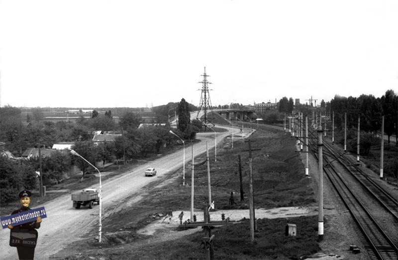 Краснодар. Вид на временный переезд на ул. Ялтинской и путепровод на ул. Тихорецкой, 1980 год