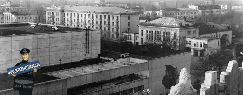 "Краснодар. Вид на улицу Красную и кинотеатр ""КУБАНЬ"""