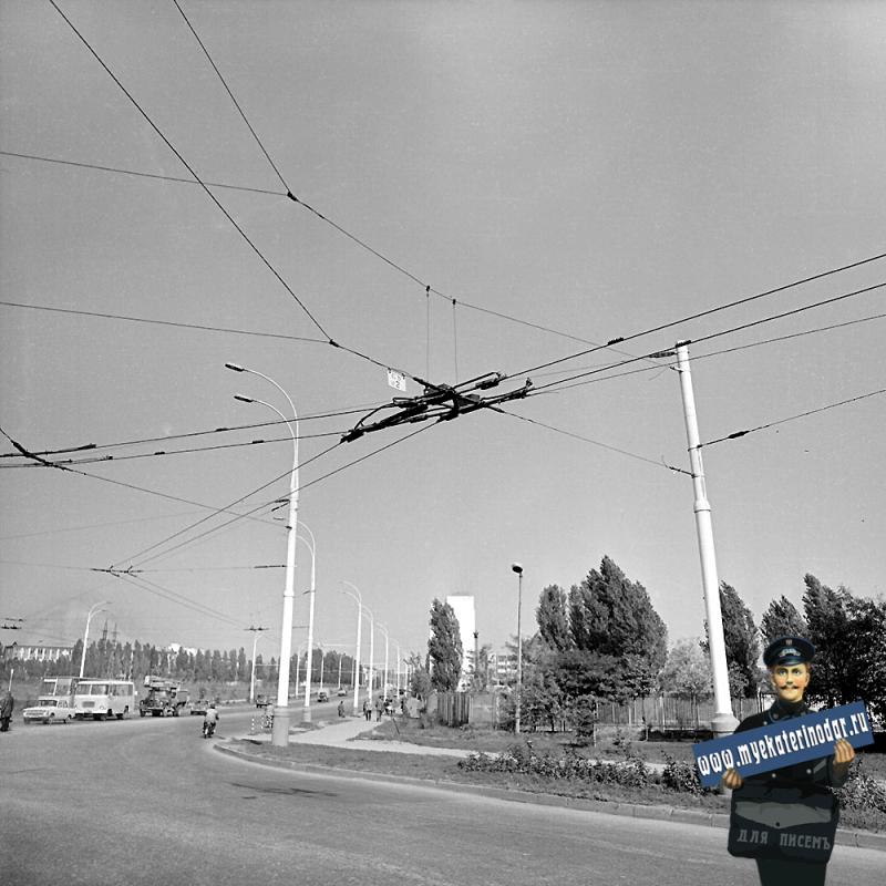 Краснодар. Вид на улицу Старокубанскую от улицы Карла Либкнехта. 1983 год.