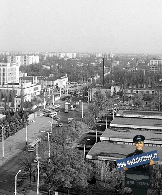 Краснодар. Вид на восточную часть города с перекрёстка улиц Октябрьской и Северной