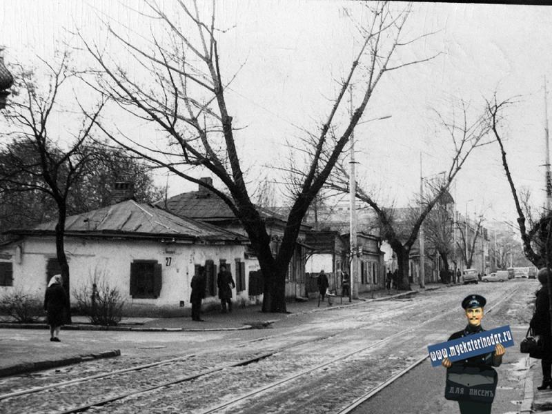 Краснодар. Вид улицы Гоголя с перекрёстка с улицей Янковского