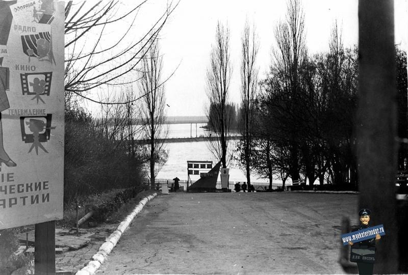 """Краснодар. Вход на водную станцию """"Спартак"""", 1963 год"""