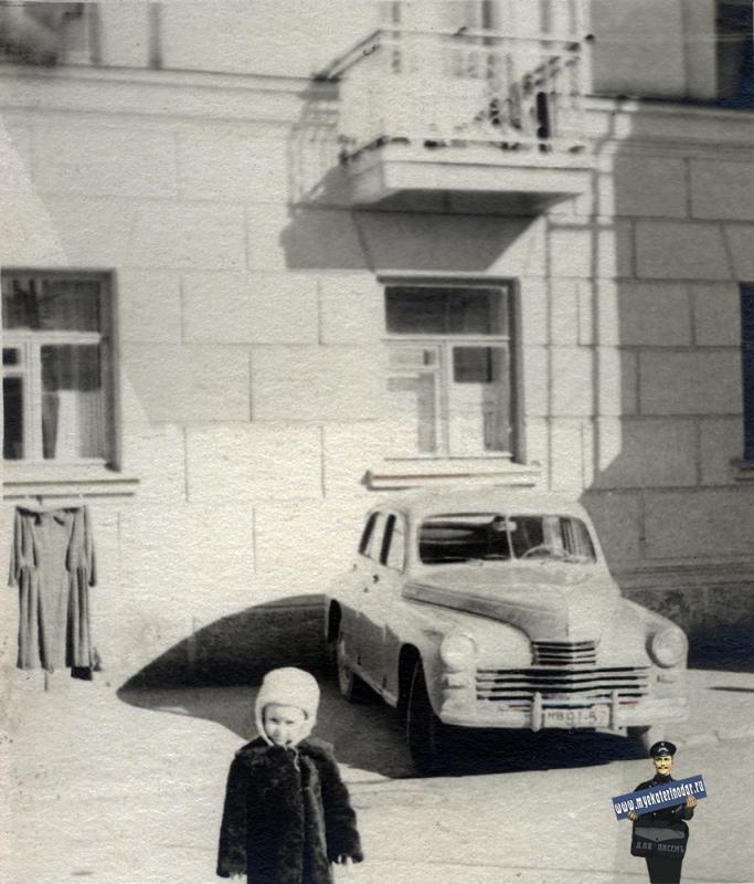 Краснодар. Во дворе дома Ленина 44, 1958 год.