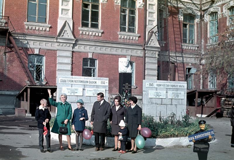 Краснодар. Во дворе Мединститута, 7 ноября 1971 года