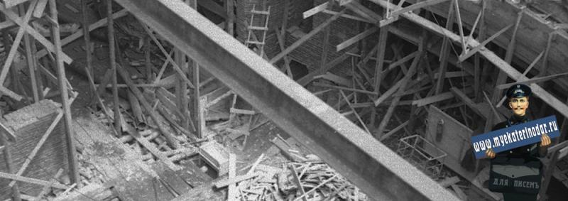 Краснодар. Восстановление здания театра на перекрёстке улиц Сталина и Гоголя.