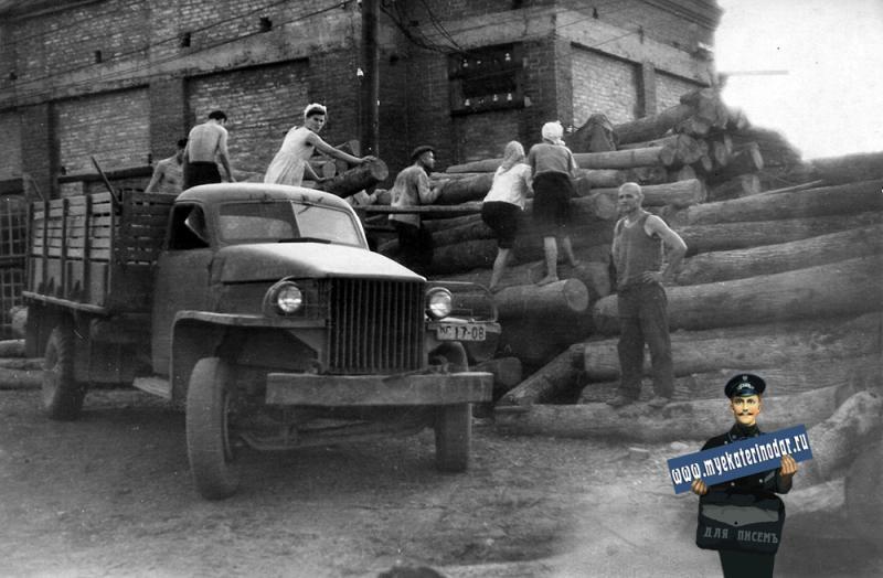 Краснодар. Заготовка шпал, май 1948 года