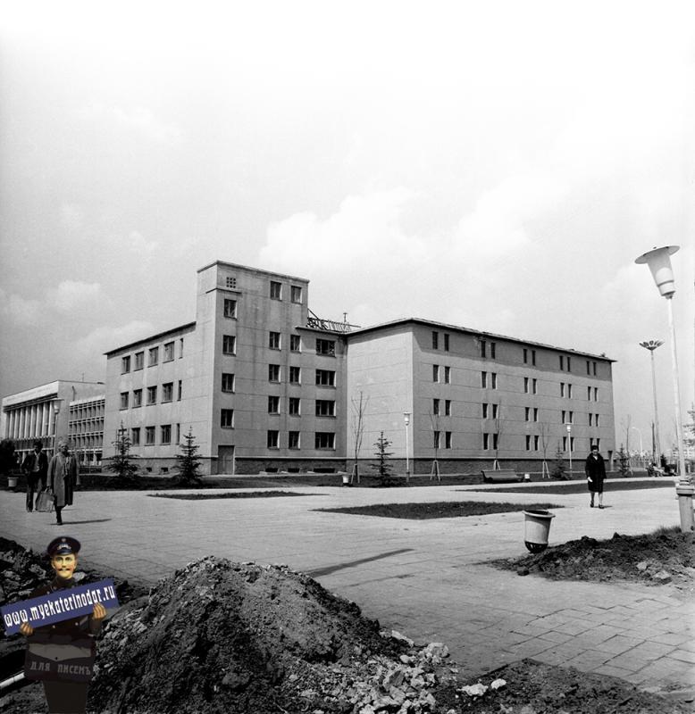 Краснодар. Здание государственного архива Краснодарского края, 1974 год. Фото 3