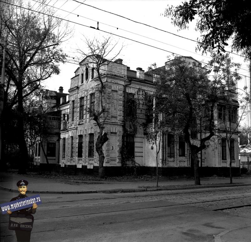 Краснодар. Жилой дом по Коммунаров, 3. 1980 год