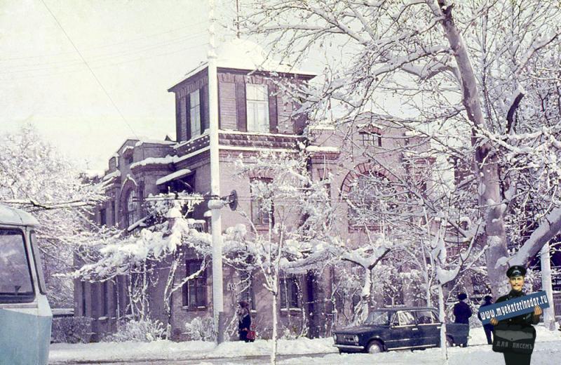 Краснодар. Зимним днём на углу Красноармейской и Пушкина, 1976 год