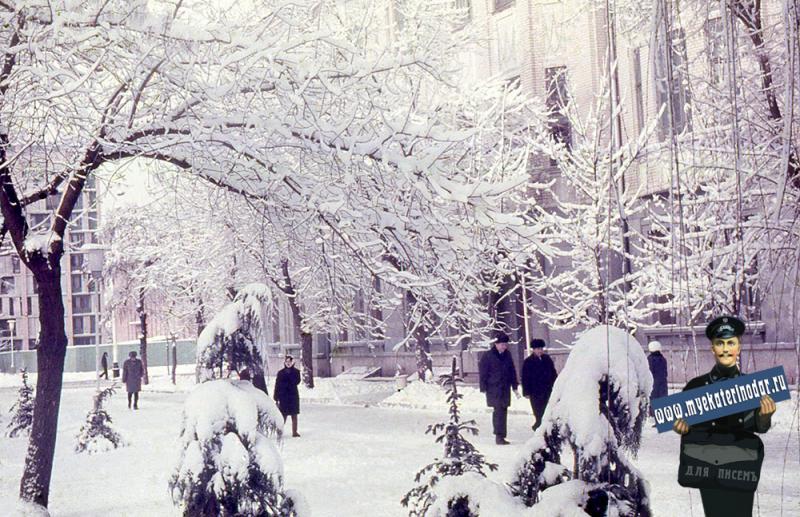 Краснодар. Зимним днём на углу Красной и Пушкина, 1976 год
