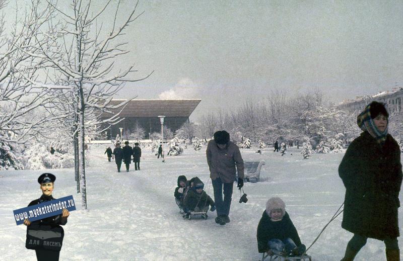 Краснодар. Зимним днём на улице Красной у Авроры.
