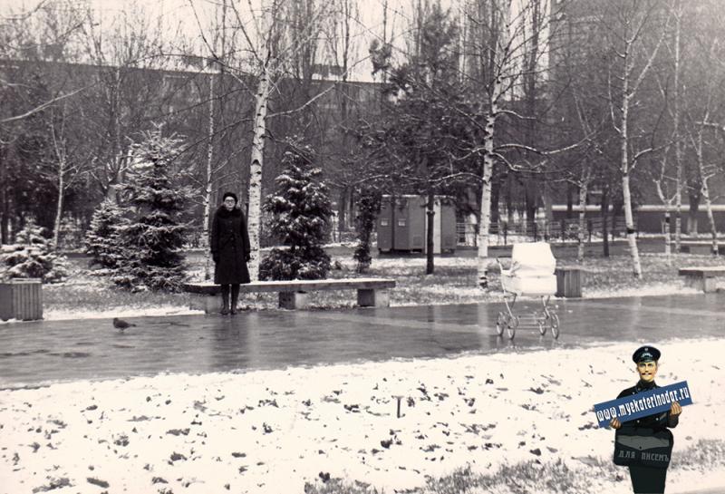 """Краснодар. У кинотеатра """"Болгария"""", 1981 год"""
