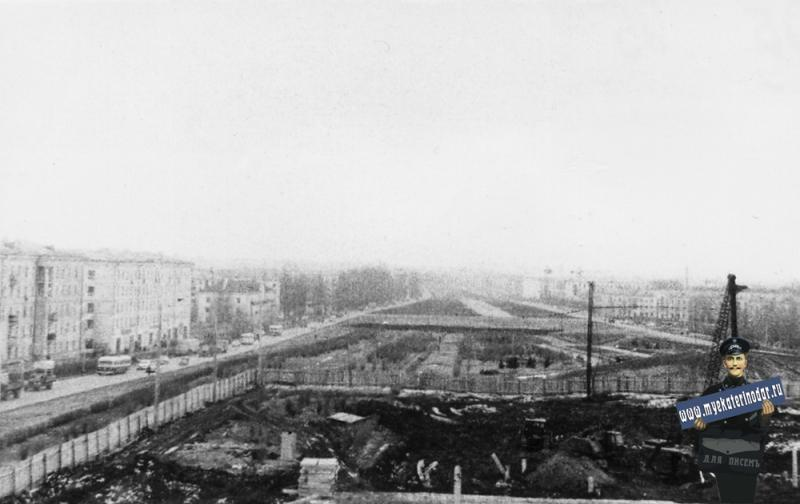 """Краснодар. Начало строительства кинотеатра """"Аврора"""", 1964 год"""