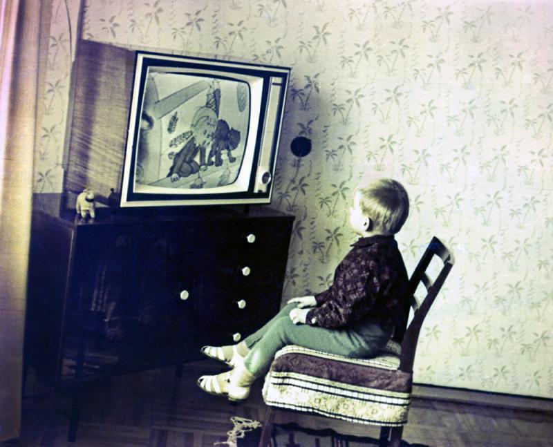 """Краснодар. Новый телевизор """"Горизонт"""", в новой квартире, на улица Гагарина, д. 69."""