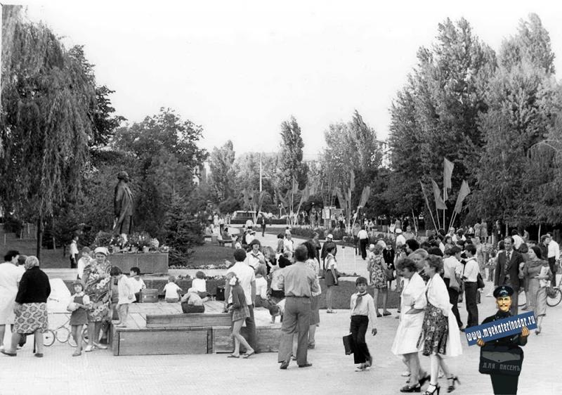 Краснодар. Открытие памятника Г. Димитрову, 1980 год