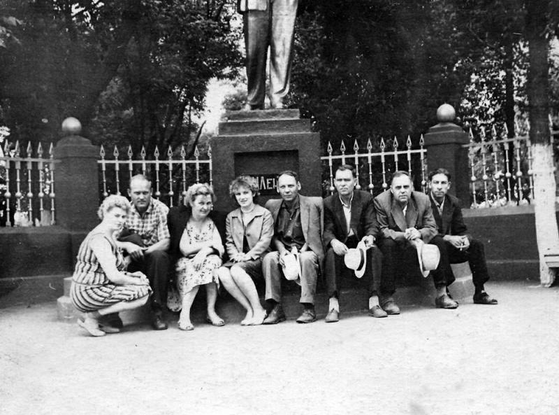 Ейск. Памятник В.И. Ленину на ул. Карла Маркса у станкостроительного завода, 1960 год