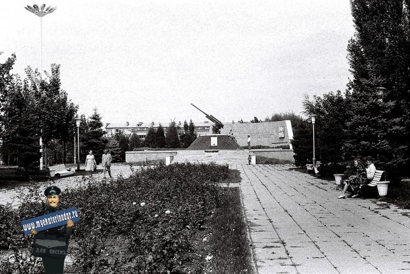 Краснодар. Памятник зенитчикам возле  КубГУ, 1978 год