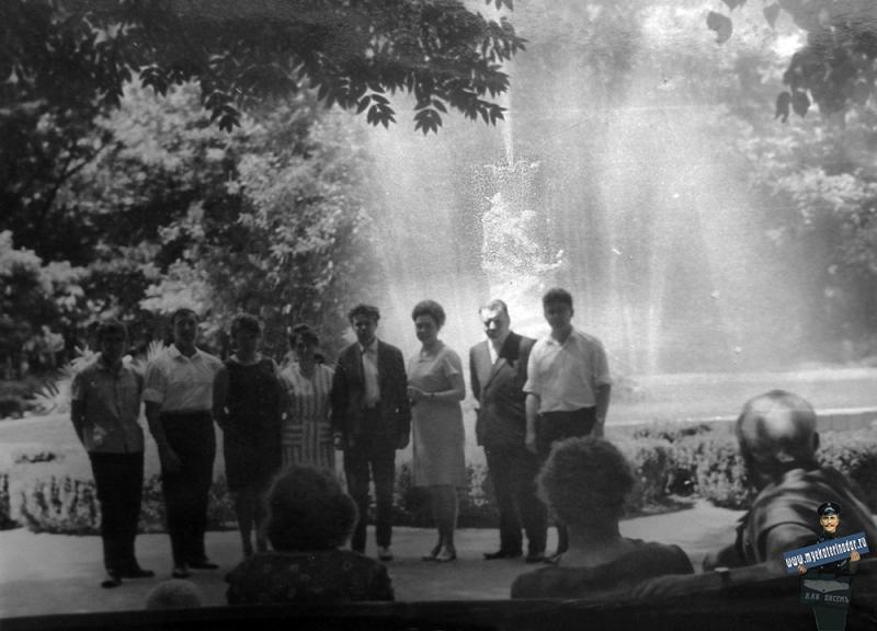 Краснодар. Парк им. М.Горького. У фонтана, 1960 год