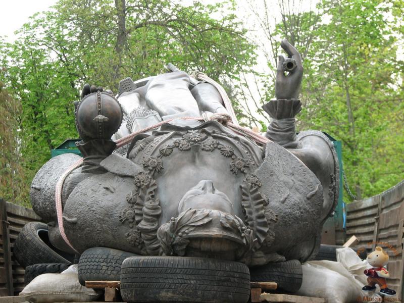 Краснодар. Памятник Императрице Екатерине II. Перед установкой.
