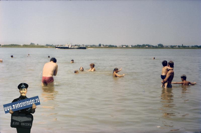 Краснодар. Пляж на берегу Кубани за Затоном