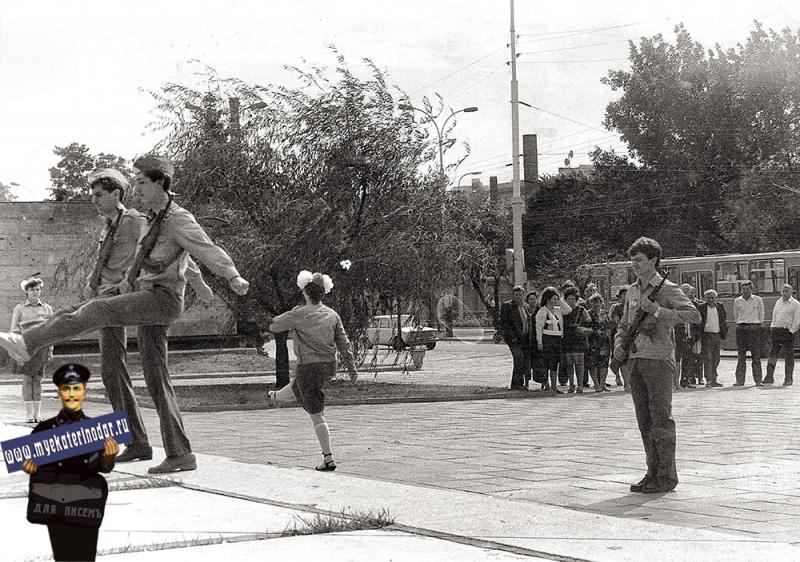 Краснодар. Смена караула на Посту №1
