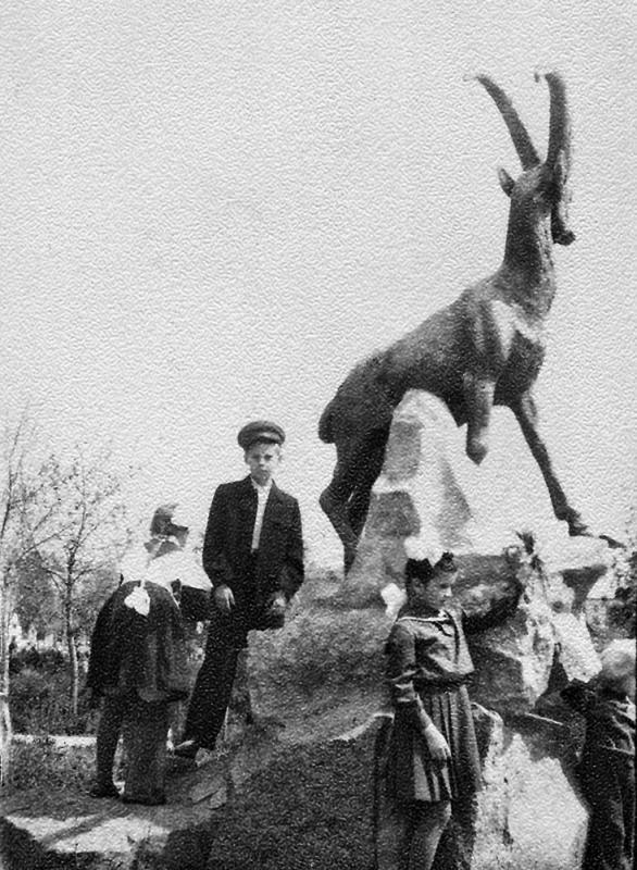 Краснодар. Сквер со слоником,  1957 год.