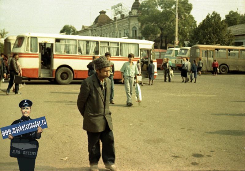 Краснодар. Стоянка автобусов на автостанции №1, 1990 год.