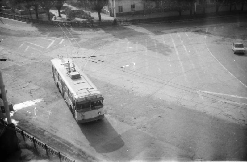 Краснодар. Троллейбус № 13 на улице Офицерской, 1988 год