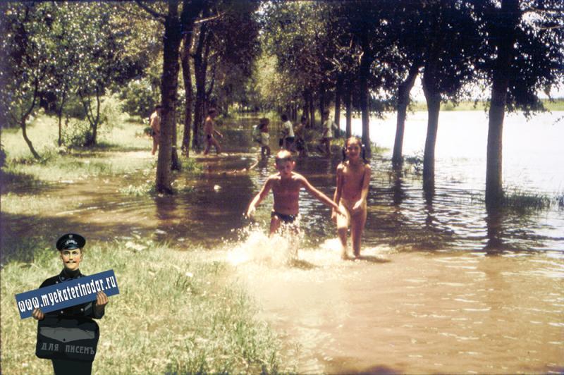Краснодар. Лужи на затоне после тропического ливня, июль 1987 года.