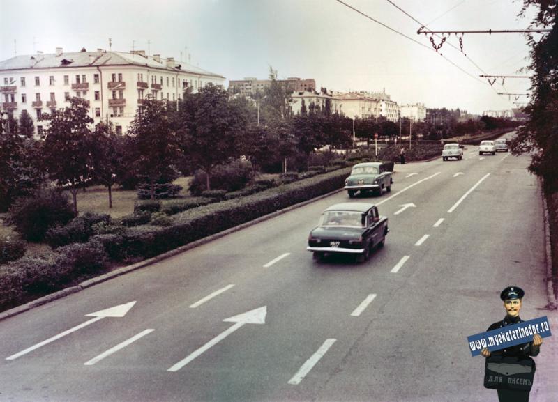 Краснодар. Улица Красная, от ул. Хакурате до ул. Бабушкина. Апрель 1971 года.
