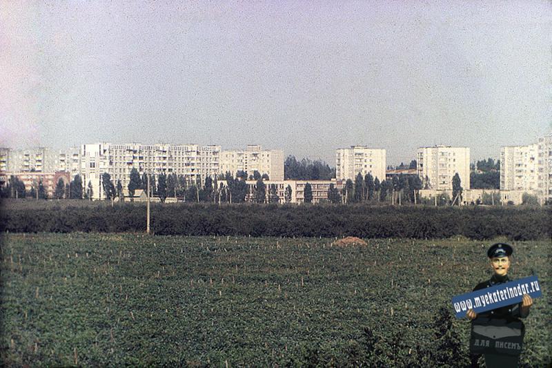 Краснодар. Вид с улицы Яна Полуяна на улицу Тургенева, сш № 80. 1988 год