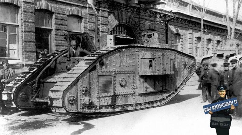 Новороссийск. Трофейный британский тяжёлый танк MK-V, весна 1920 г.