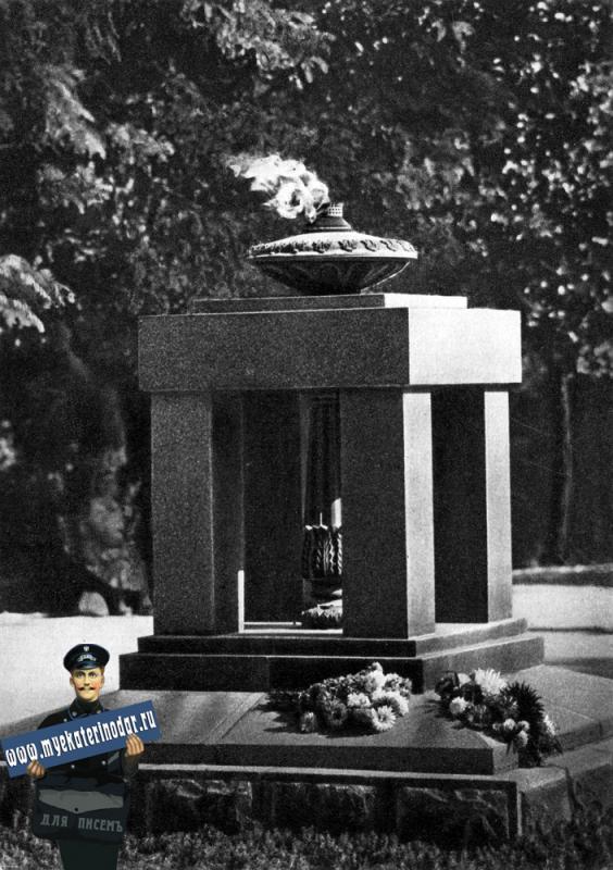 """Новороссийск. Огонь """"Вечной Славы"""", 1966 год"""