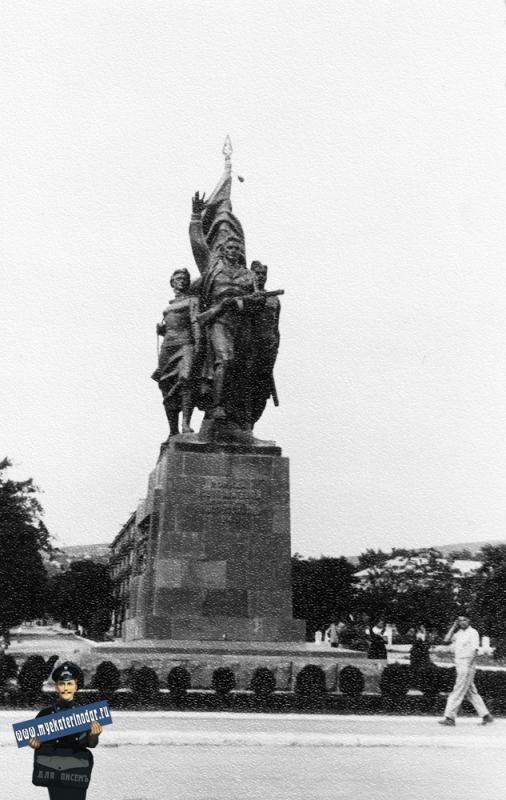 Новороссийск. Памятник воинам - освободителям города, начало 60-х.