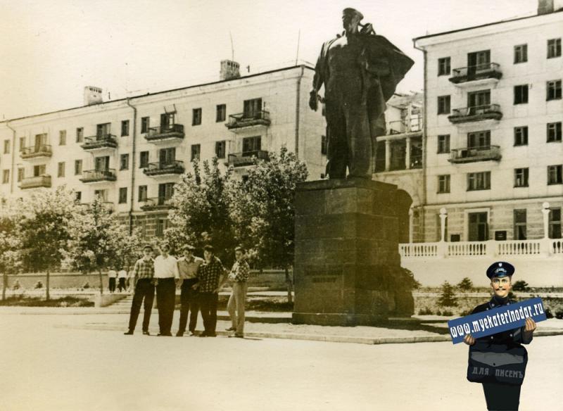 Новороссийск. Памятник Неизвестному матросу. Июнь 1963 год.