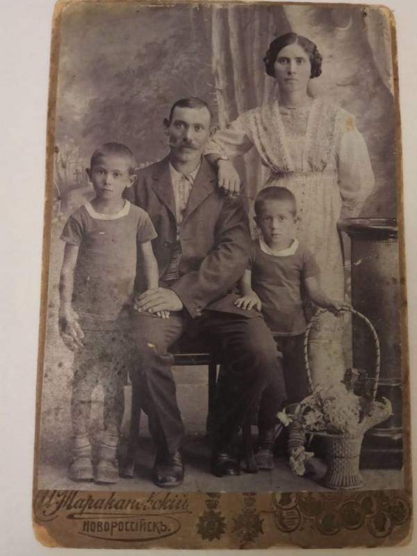 Прадед Баранов Иван с семьей