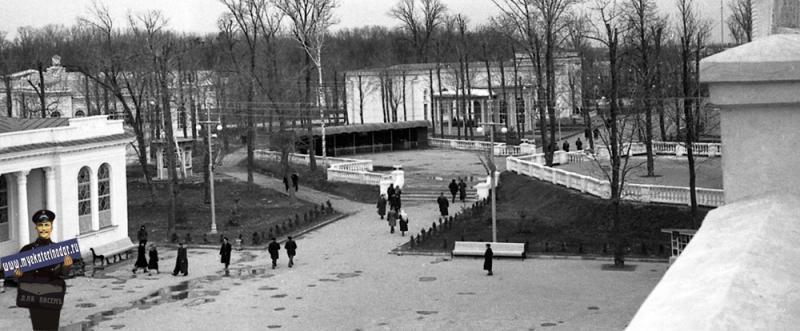 Краснодар. КСХПВ. Вид с главного павильона на террасу ресторана, 1956 год